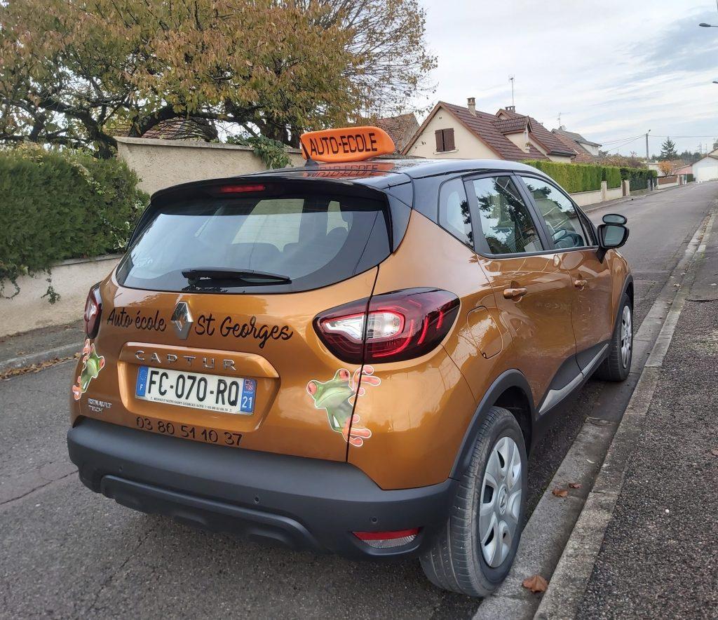 Un de nos véhicules permis voiture/conduite accompagnée - Renault Captur
